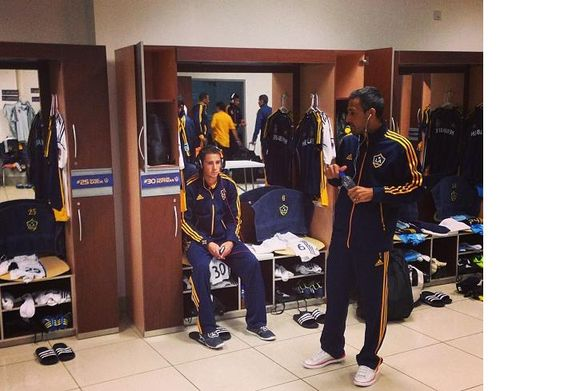 #Galaxy en estos momentos en el camerino del Estadio Nacional, #Cartaginés