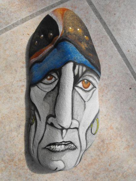 Acrylique sur cailloux Après les pirates, voici un corsaire :) breton bien sûr ! @+ Aëlore
