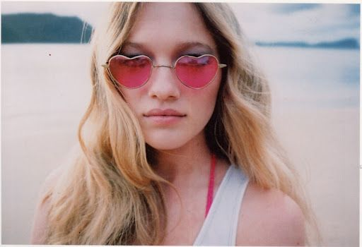 Zippora Seven and rose-tinted glasses x