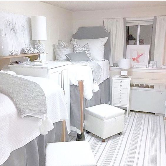 I'm pretty envious of this DORM ROOM situation going on here! #dormroom #dormroomdecor