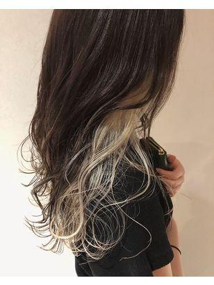 ホワイト系インナーカラー ヘアスタイル クールなヘアスタイル