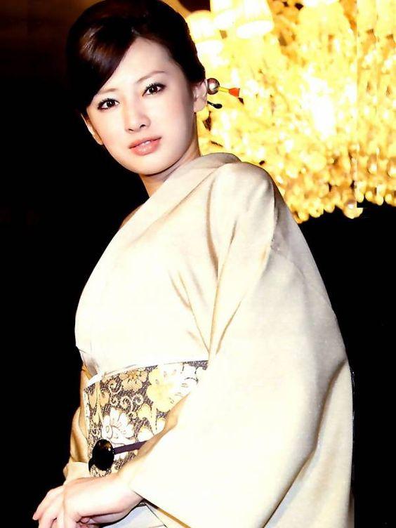 白い着物姿の北川景子