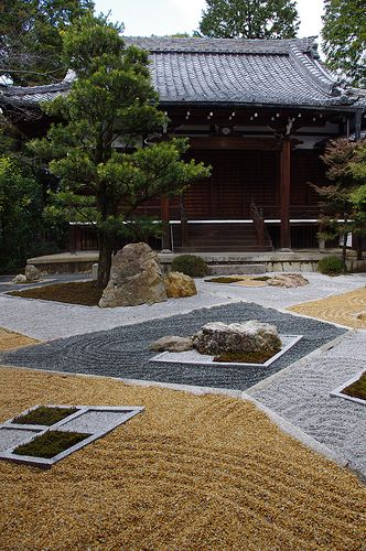 Just over the hill from Ebisu's International Guest House is Shinnyodo Temple, where you can enjoy seeing the Zen Garden: