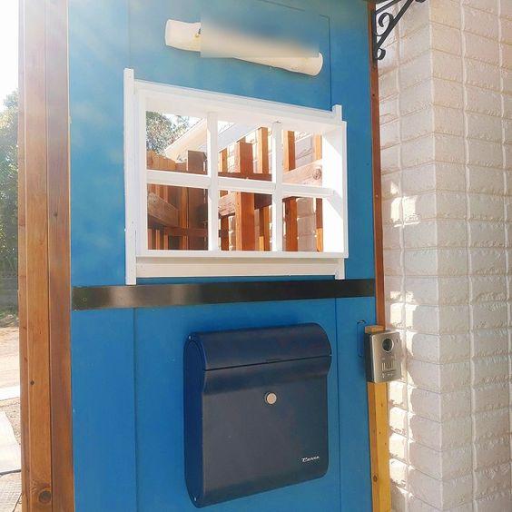 門柱をdiy ポストは青をチョイス 室内ドアの廃材を活用 2020