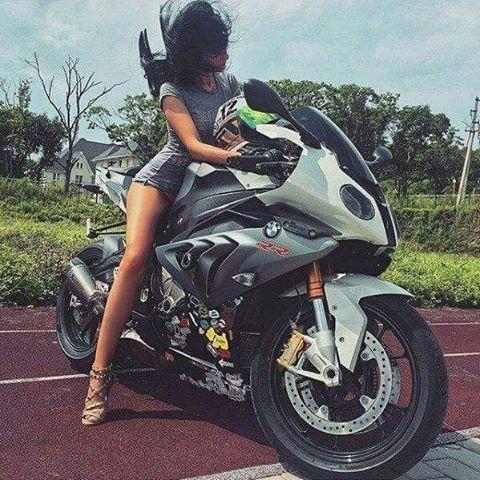 89herom:  Holaaaa como estas tas   #motera #Bikerlife #girl #moteros #love #BMW…