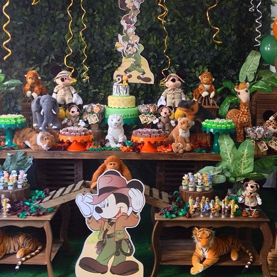 Safari do Lucas com o Mickey!! Buffet @buffetsweetpepper  #festinha #festaludica #encotrandoideias #kidspartyideas #festademenino #festamickey #festarustica #festasafari #safaridomickey #mickeysafari #festalinda #festaemcasa