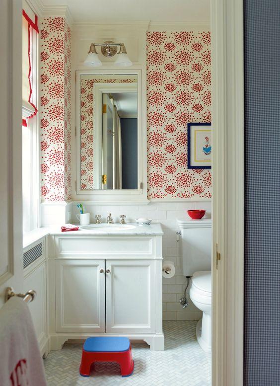 Small Bathroom Inspiration: Wallpaper