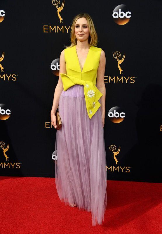 Laura Carmichael no tapete vermelho do Emmy 2016: