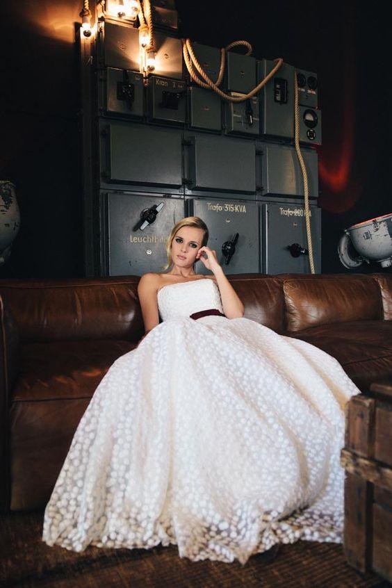 Märchenhaftes Brautkleid in Flöckchen-Spitze – Corsage mit ...