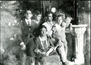 Federico Garcia Lorca y su familia: