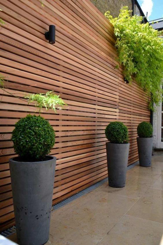 sichtschutz und luftiger zaun in eins - lamellenwand aus holz, Terrassen ideen
