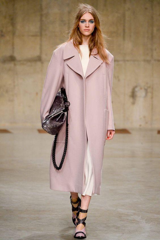 Pink fever: femenina y ladylike con el abrigo must de la temporada TOPSHOP OTOÑO / INVIERNO 2013