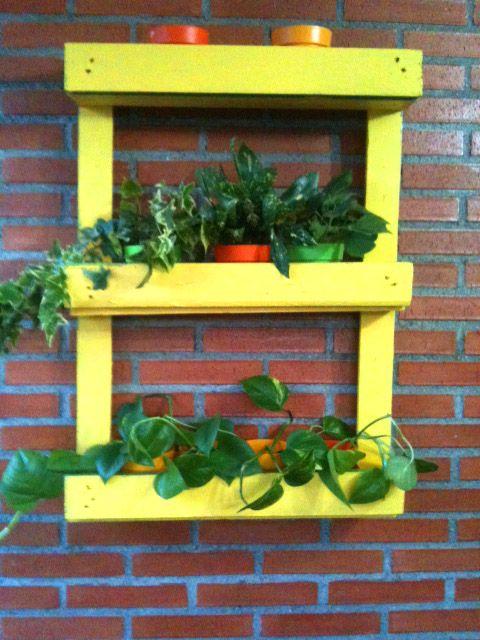 Reciclar un mueble con palets para decorar jard n o - Decorar un jardin ...