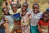 L'UNICEF œuvre pour un monde dans lequel tous les enfants bénéficient de chances égales. Cela signifie l'égalité d'accès aux services et aux soins qui peuvent tout changer dans la vie des enfants. Cela signifie qu'il faut travailler pour parvenir à l'équité et l'égalité entre les sexes.