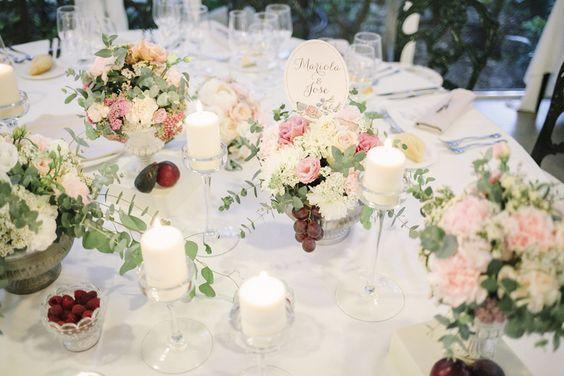 American Wedding  www.romeosyjulietas.es  Foto de Love Me Tender  www.lovemetenderphoto.com #centrosmesa #decoraciónmesa #mesapresidencial #decoration #tables