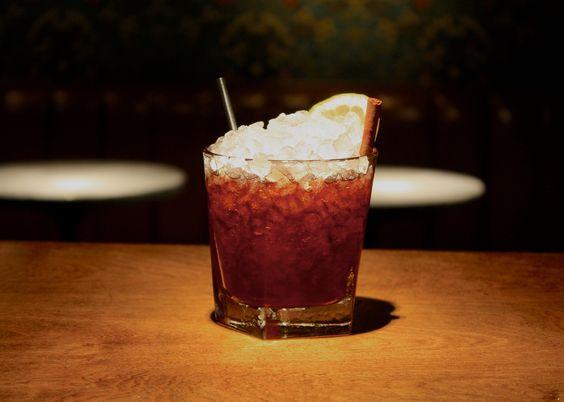 Cocktail Up & Up Bar Manhattan