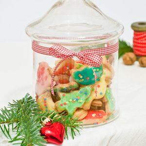 Hey ihr Lieben! Heute gibt es etwas besonderes für euch. Ich habe zum Einen das 6. Türchen für euch - und weil heute Nikolaustag ist, könnt ihr auch etwas schickes gewinnen! An Weihnachten haben wi...