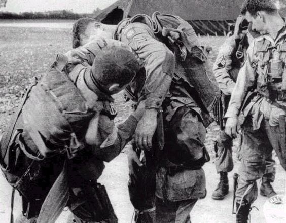 US Army paratroopers preparing for their historic D-Day ...