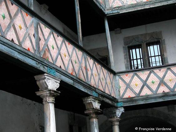 Cour intérieure de l'hôtel de Champagney, rue Battant. – à Besançon.