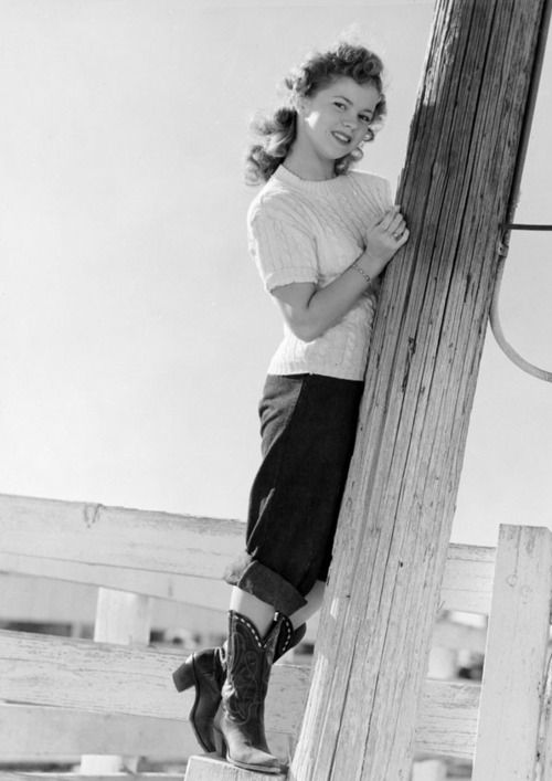 Shirley Temple, 1940s. Photographed by Andre de Dienes. Her outfit is Wonderful. Hey @Brigid Boyer I think you could recreate this!