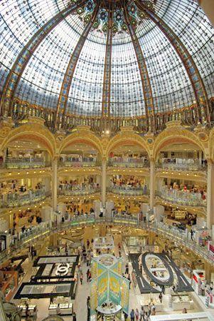 galleries lafayette shopping in paris address 40 blvd haussmann 9th arrondissement metro. Black Bedroom Furniture Sets. Home Design Ideas