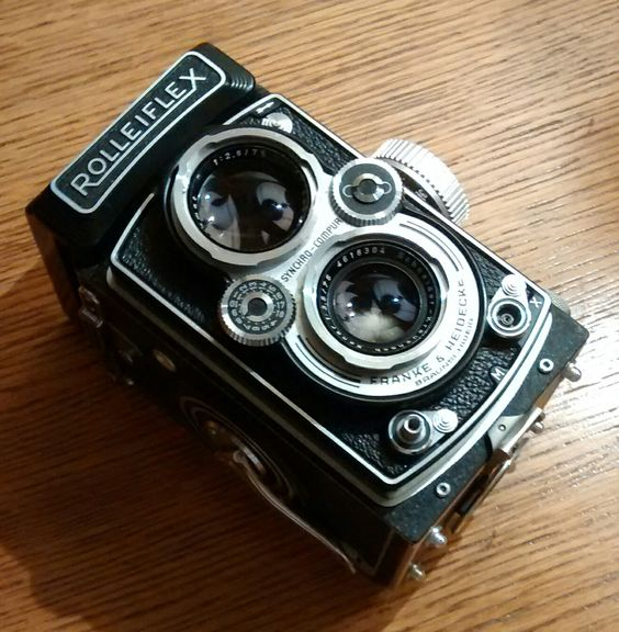 Rollei Rolleiflex Automat MX-EVS with Schneider-Kreuznach Xenar 75mm f3.5, Synchro-Compur Shutter #Rolleiflex #Rollei #ClassicCameras