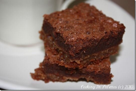 Black & Tan Brownies    http://cookinginstilettos.com/2010/03/17/st-patricks-day-means-black-and-tan-brownies-are-a-must/