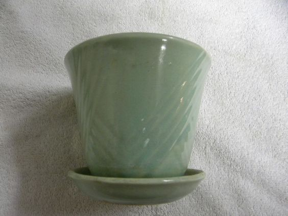 VINTAGE+MCCOY??+ART+POTTERY+LIGHT+GREEN+FLOWER+POT+PLANTER+WITH+ATTACHED+SAUCER+