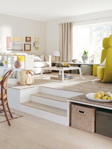 Wohnzimmergestaltung ab aufs podest raised beds the for Split living room ideas