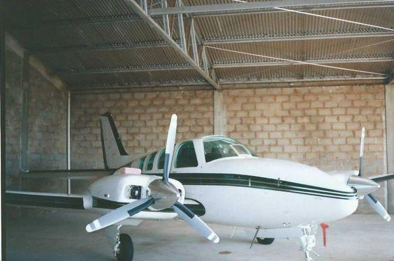 aviões do aeroporto bimotor