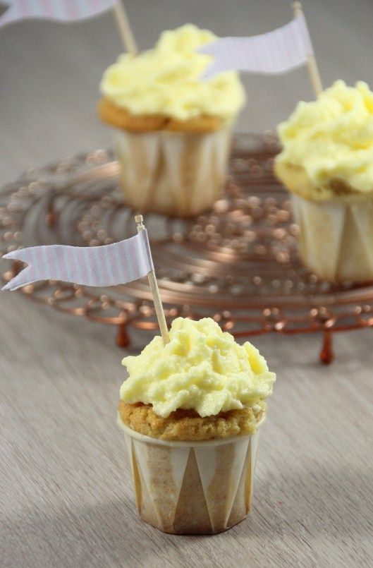 Mini-Cupcakes mit Apfel - Mini Cupcakes with apple  www.celebrate-little-things.de