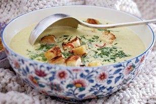Das Rezept für Cremige Wirsing-Parmesan-Suppe und weitere kostenlose Rezepte auf LECKER.de http://www.lecker.de/rezept/2976317/Cremige-Wirsing-Parmesan-Suppe.html