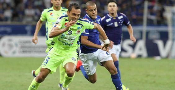 Mineros cayó por goleada frente a Cruzeiro en Belo Horizonte Cruzeiro venció este miércoles al Mineros por 3-0 y, con 8 puntos, es líder solitario del grupo 3 de la Copa Libertadores, tras el empate en Buenos Aires entre el Huracán y el Universitario de Sucre. Foto: EFE  http://ow.ly/Lpmkx