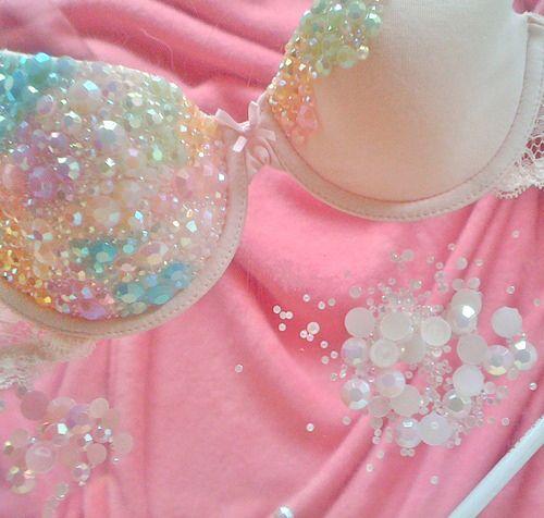 DIY sparkly mermaidy bra Love this idea~