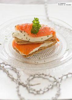 Canapé de salmón, queso crema y miel. Receta de navidad