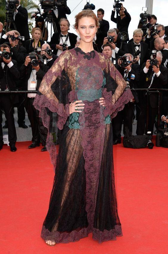 Pin for Later: Julianne Moore regiert auf dem Filmfestival in Cannes Karlie Kloss auf der Grace of Monaco-Premiere Karlie Kloss in Valentino und Chopard-Schmuck auf der Eröffungsfeier von Cannes, bei der Premiere von Grace of Monaco.