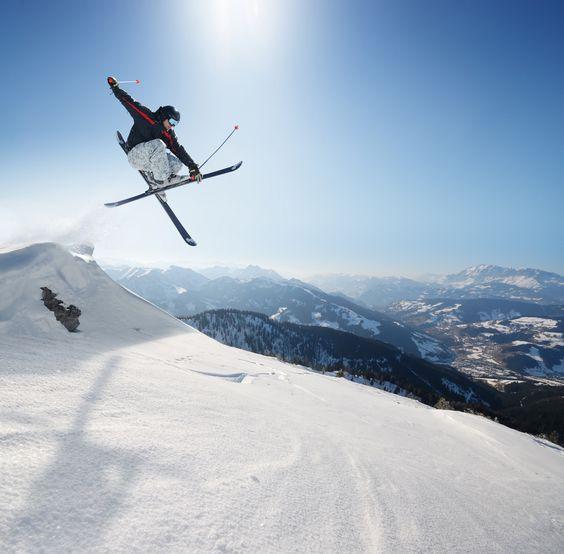 Skifahren mit coolen Tricks: Freestyle. Alle Infos, Fotos und Video jetzt online auf snowplaz.de. #skiing