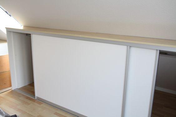 Schiebetüre geschlossen, Schrankhöhe ca. 120 cm, mit Ablagebord in Ahorn