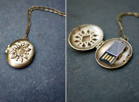I really want this. Do you know how spy-like I would feel while pulling a USB out of my necklace?