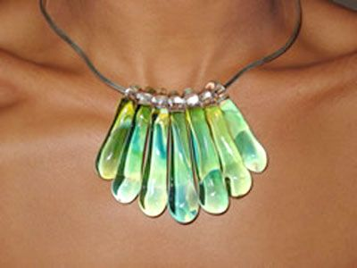 Google Image Result for http://www.karmakulture.com/img/jewelry/large/29_green.jpg - lots of pretty lamp work at this site