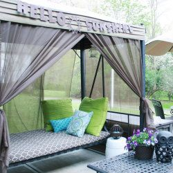 How to add curtains to your patie swing. Brilliant! This method can also be used to add a little canopy to your bedroom to make it truly a royal space!