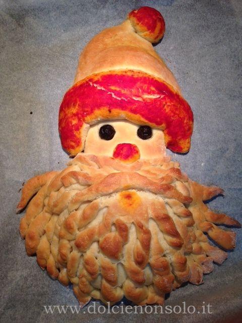 Il babbo natale in pasta di pane è un'idea da usare come centrotavola....