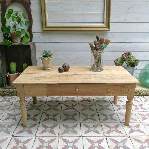 Table Basse Decapee Brocanteandco Boutique En Ligne De Brocante Table Basse Table Basse Bois Table Bois Brut