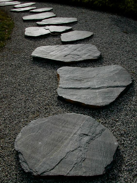 Brad Pitt's Zen Garden with Stepping Stones: