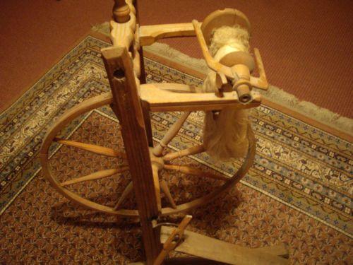 Spinnrad-funktionsfaehig-Treibriemen-fehlt-jedoch-Grossmutters-Zeiten