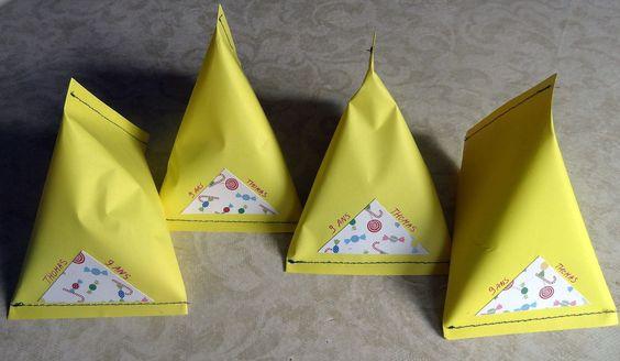 des petits sachets en papier diy pour mettre les bonbons pour les copains un indispensable. Black Bedroom Furniture Sets. Home Design Ideas