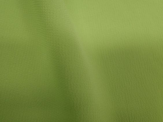 Crepe Light (Paradise). Tecido leve e extremamente fluido, com transparência e suave textura. Aposte em modelagens amplas e fluidas. Sugestão para confeccionar: camisaria, blusas, batas, saias, vestidos longos, entre outros.