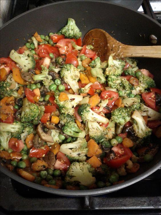 Clean Eating ! Wok de légumes !! Prenez le temps de bien préparer vos déjeuner pendant votre challenge #soshape #soshapechallenge #cleaneating www.soshape.com