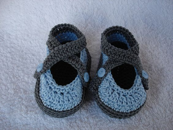 Cute baby sandals!  free crochet pattern
