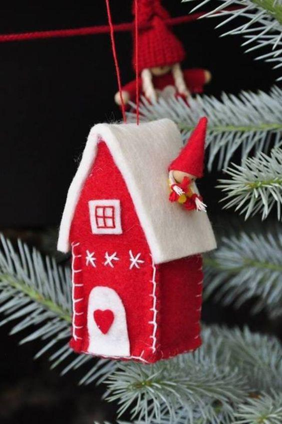 Maison de Noël en tissus feutrine pour décorations de sapin: